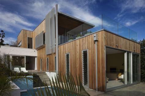 Modern Architecture versus Vintage Interior   Modern House