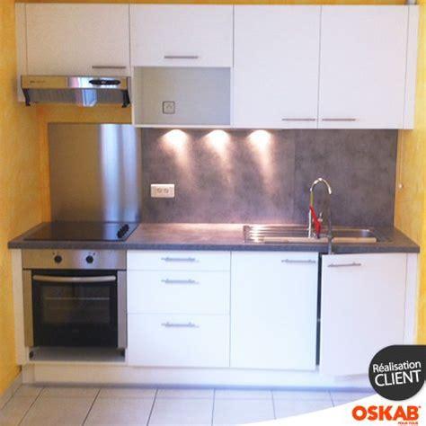 mat駻iaux plan de travail cuisine cuisine blanche porte effet touch ginko blanc mat