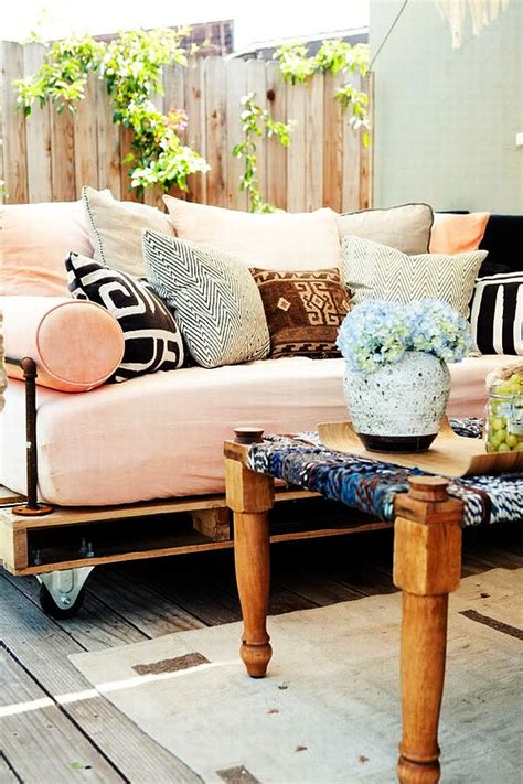 outdoor pallet couch build your own furniture out of recycled pallets of iron