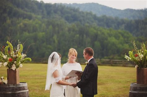 Wedding Officiant by Wedding Officiant Tips How To Find Officiant