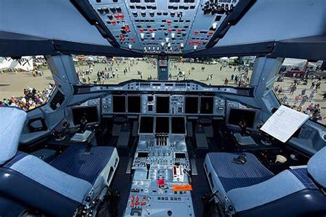 cabina di pilotaggio airbus a380 airbus a380 cockpit a380 airbus airbus a380