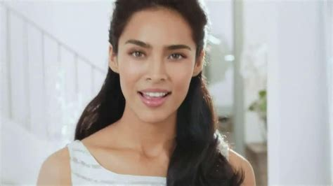 olay commercial actress olay regenerist models olay regenerist model tv commercial