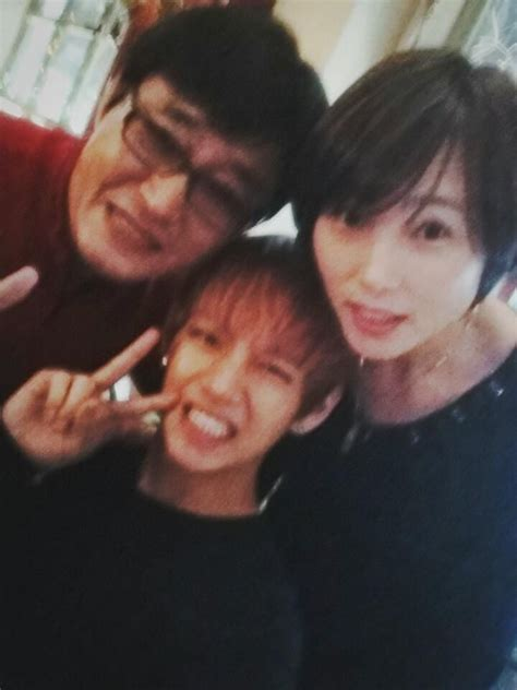 kim taehyung sister v kim taehyung with his parents bts kim taehyung v 김태형