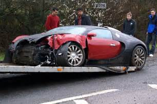 Bugatti Crashes 163 840 000 Car May Be Written After Crash Daily Mail