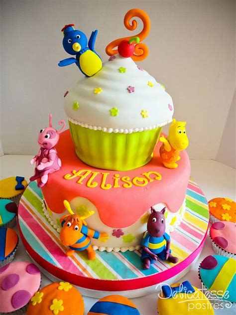 backyardigans birthday cake 2 cakes and cupcakes for