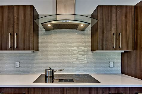 Kitchen With Glass Backsplash | lovely glass backsplash for kitchen the important design