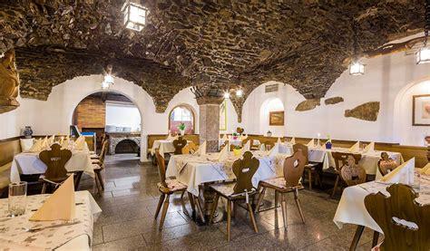 Rustikaler Speisesaal by Gem 252 Tliches Lokal Mit Urigen Stuben Eisacktal Zum Kalten