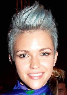 differnt ways to hilight pixie style haircut 1000 images about growing out my shaved head on pinterest