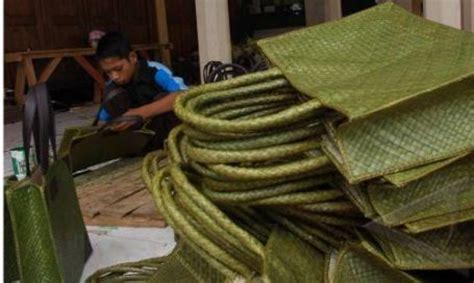 Tas Keranjang Kecil Anyaman Tikar saiin contoh macam macam kerajinan tangan yang terbuat dari bahan alam