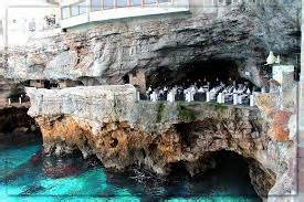 Cave Restaurant Side Of A Cliff Italy by Polignano A Mare Looks Can Be Deceiving Travellingpantaloni
