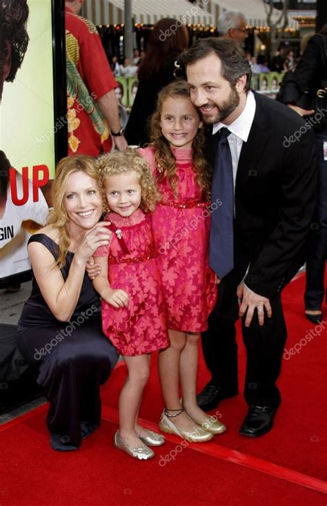 leslie mann judd apatow daughter leslie mann judd apatow and daughters stock editorial