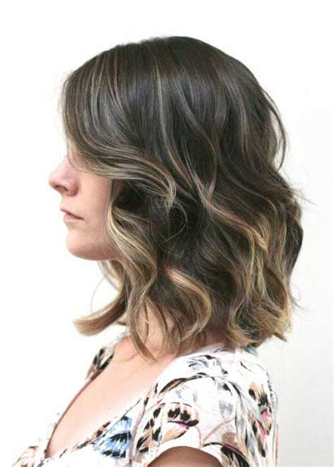 short to medium hairstyles for wavy hair short