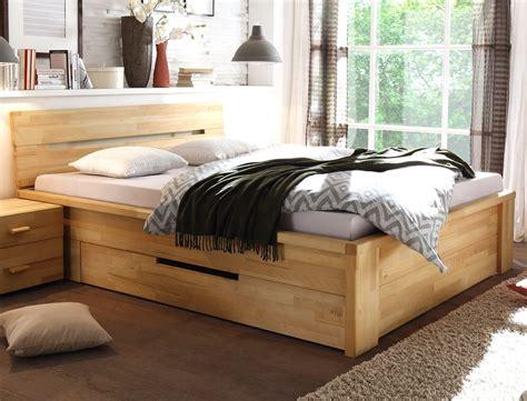 schlafzimmer mit bett 200x200 massivholzbett caspar 180x200 kernbuche ge 246 lt stauraumbett