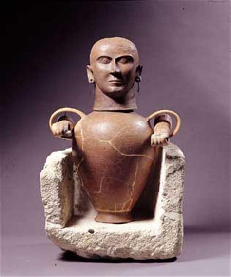 i vasi canopi le nebbie tempo i canopi etruschi immagini ideali e