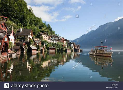 boat tour hallstatt hallstatt salzkammergut austria tourists lake cruise