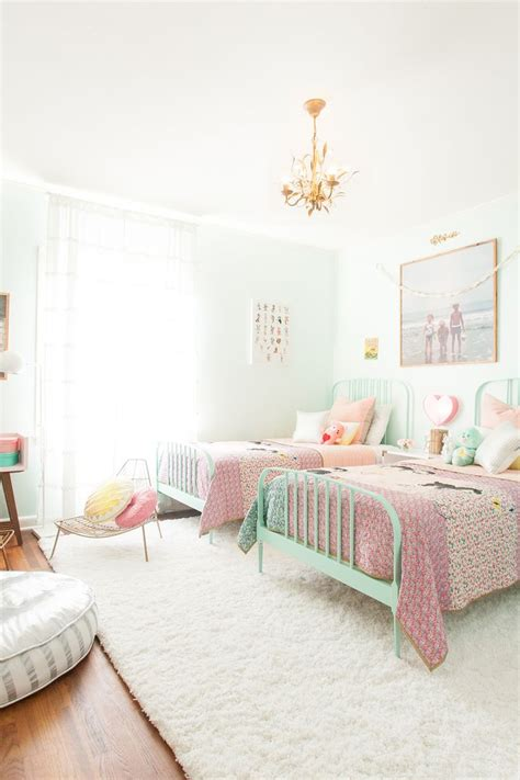 bed girl 25 best ideas about twin girl bedrooms on pinterest