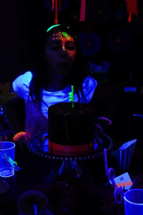 party themes glow in the dark kara s party ideas neon glow in the dark teen birthday