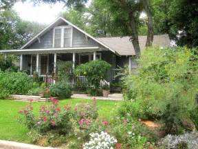 cottage landscaping ideas for front yard the other houston bungalow front yard garden ideas