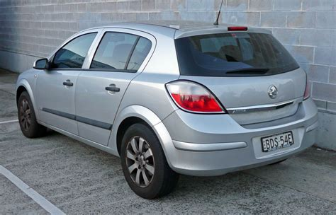 holden hatchback 2005 holden astra hatchback pictures information and