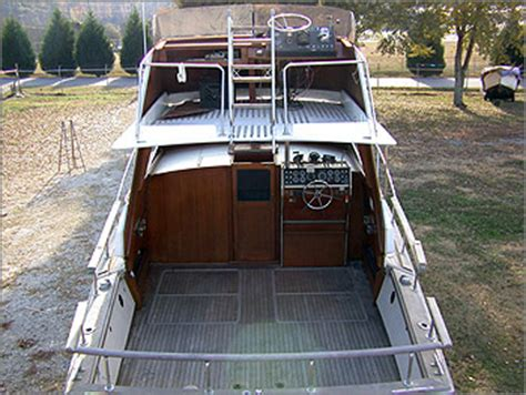 boat auction lake lanier 1972 trojan sea raider 30 cabin cruiser over 30 used