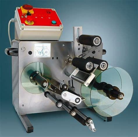 etichettatrice da banco imbottigliamento 171 zucchelli enologica macchine e