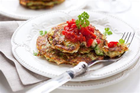 cucina con buddy ricette frittelle di zucchine di in cucina con buddy tomato