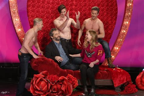 leslie mann on ellen judd apatow gives leslie mann a funny anniversary gift on
