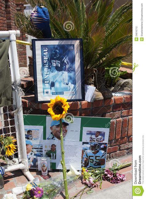 junior seau oceanside home memorial to junior seau in oceanside california editorial