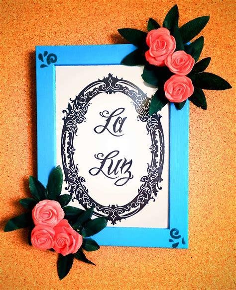 decorare cornici come decorare un portafoto con fiori e colori acrilici