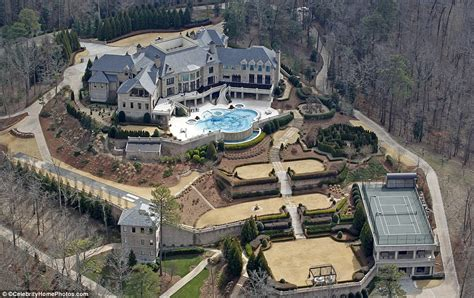 tyler perry s house tyler perry opens the doors to atlanta mansion as he puts it on market for 25m