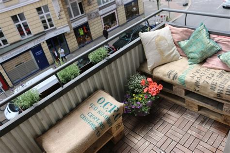 balkonmoebel aus europaletten palettenmoebel ideen fuer den