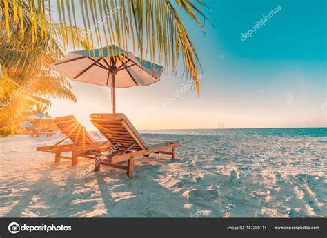 chaise longue plage vue de la plage parfaite conception de vacances d t