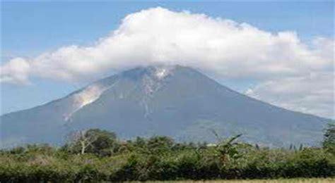 gambar gunung gunung sinabung jpg gunung daftar gunung berapi yang aktif di indonesia