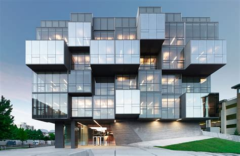 Infill Lot by Pharmaceutical Sciences Building Lauded For Its Looks