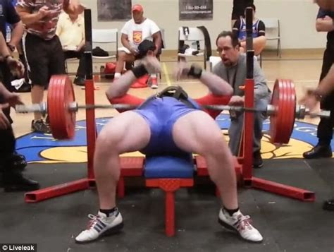 justin smith bench press the other paper weightlifter drops 545 lbs on his chest