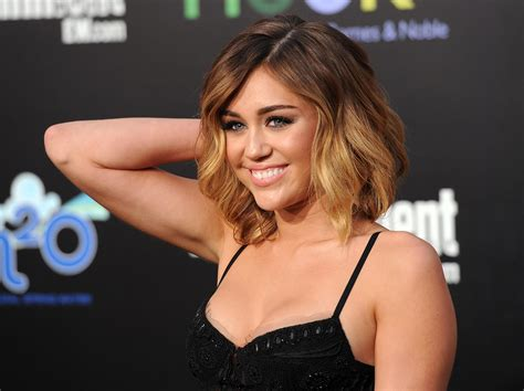 haircut games miley cyrus miley cyrus on the red carpet a very beautiful hairstyle