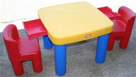 tikes table and chairs earth alone earthrise book 1 chairs the o jays and drawers