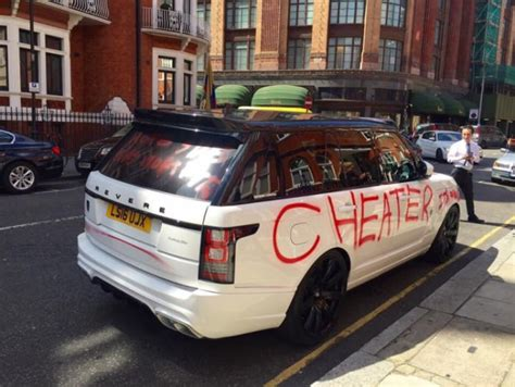 Sprei Car On The Go scorned lover uses spray paint to tell the world how she really feels vehicles