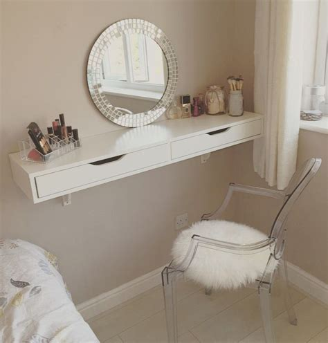 bedroom makeup table 25 best ideas about small dressing table on pinterest