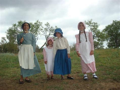fashioned pioneer clothing