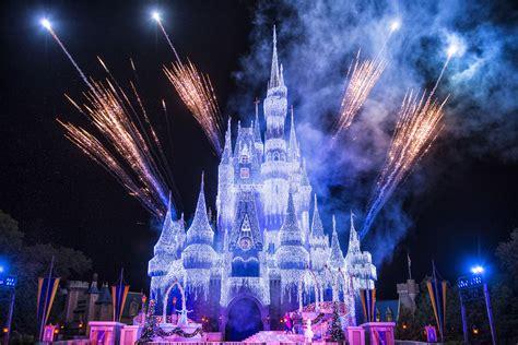 Watch As Queen Elsa Transforms Cinderella Castle For The Disney World Castle Lights