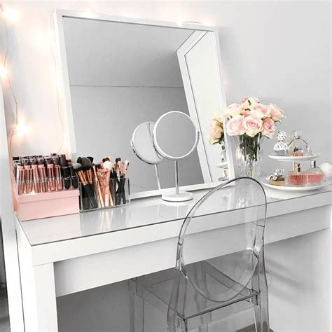 How To Make A Makeup Vanity Desk by 25 Best Ideas About Dressing Table On