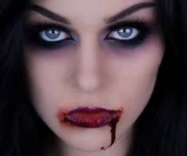 This vampire makeup tutorial combines the sultry and scary aspects of