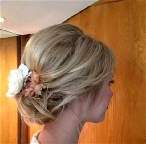 diy updo medium length hair great loose updo for medium length hair this is beautiful