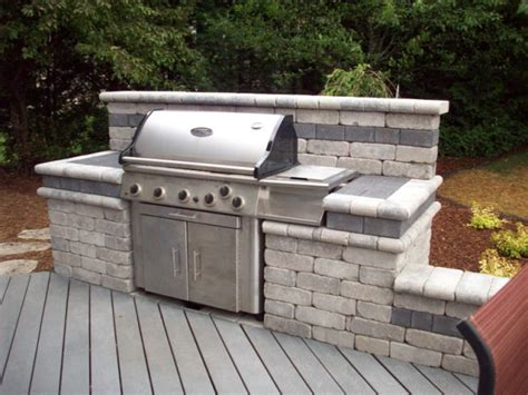 Green Egg Built In Outdoor Kitchen - building a beautiful bbq area with stone