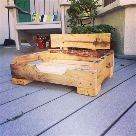 pallet dog bed diy pallet dog bed 101 pallets