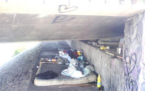 sous louer une chambre habitant sous un pont r 233 gis cherche d 233 sesp 233 rement une