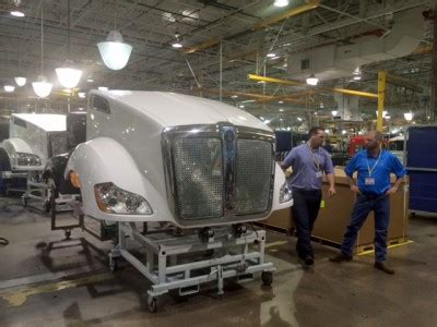 kenworth factory tour sun coast resources inc tours kenworth s truck assembly