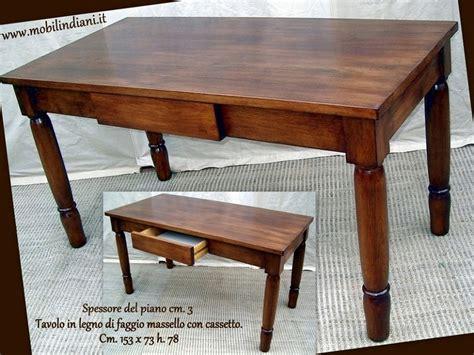 tavolo con cassetto foto tavolo in legno con cassetto di mobili etnici