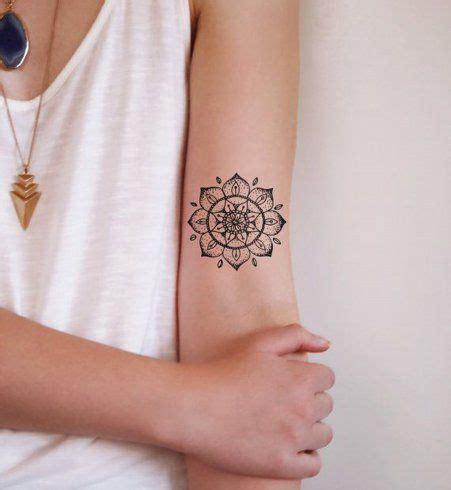 tattoo mandala petit les 25 meilleures id 233 es concernant tatouages mandala de